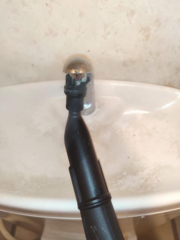 手洗い清掃中2